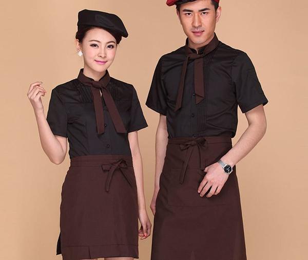 Khi nhân viên mặc trên mình những bộ đồ đẹp, bắt mắt sẽ tạo được ấn tượng đối với khách hàng